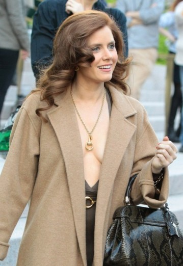 Amy-Adams-filming-American-Hustle-in-Boston--03-560x815