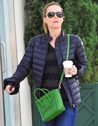 leslie-mann-updates-an-everyday-outfit-with-a-tiny-celine-luggage-tote-005_enl_enl