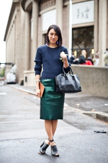 STREET-STYLE-FASHION-WEEK-VINYL-HIGH-SHINE-PENCIL-SKIRT-SKIRTS-EVA-CHEN-BEAUTY-EDITOR-GREEN-LUREX-TIBI-NAVY-SWEATER-STRAPPY-OPEN-TOE-HEELS-LEATHER-BAG