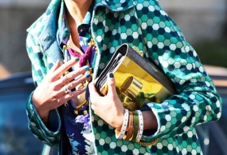 street-style-printed-green-hexagon-jacket