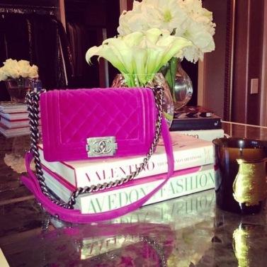 khloe_kardashian_fuchsia_pink_chanel_handbag