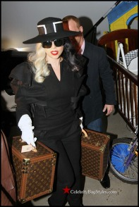 Lady-Gaga-Louis-Vuitton-Luggage