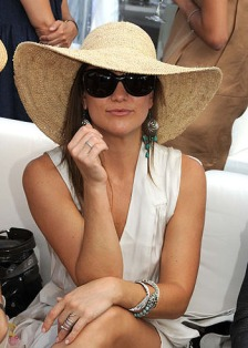 kate-hudson-floppy-brim-hat