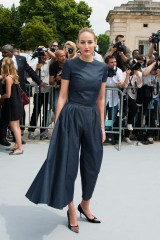 Leelee+Sobieski+PFW+Arrivals+Dior+Haute+Coutour+8DBaRAsk_oHx