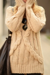 fashion-girl-glasses-street-style-sweater-Favim.com-257664