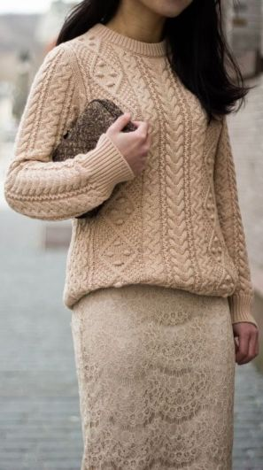 street-style-nude-knitted-sweater-with-nude-lace-skirt